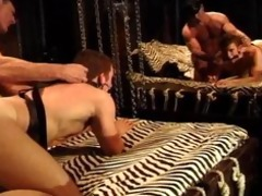 bodybuilder daddy gets bj,fucks muscle guy