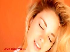 honey masturbates on livecam